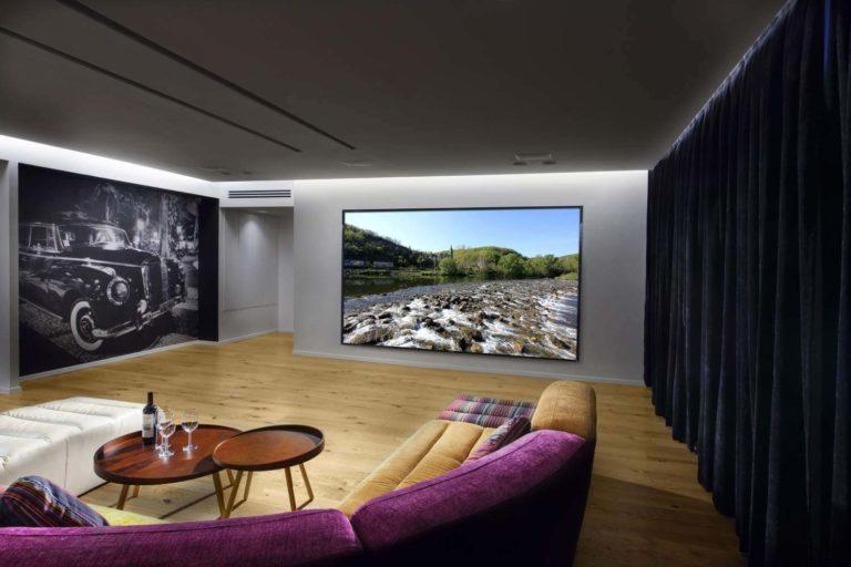 חדר צפייה בטלוויזיה