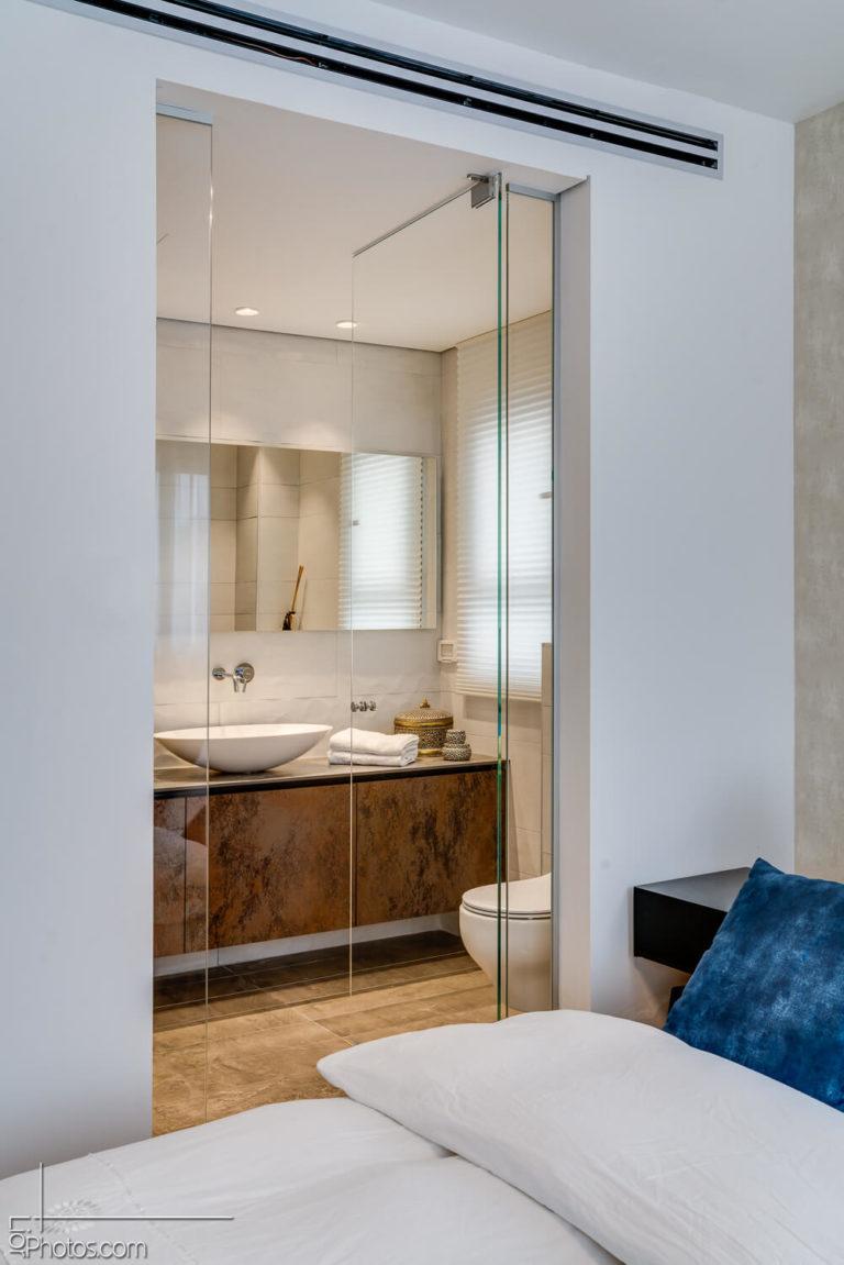 חדר אמבטיה וחדר שינה